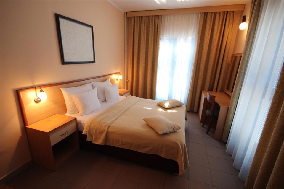 Hotel Palma-Tivat,Muntenegru-Agentia Madison Travel
